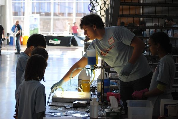 MRSEC researchers Christopher Bell and Julia Nepper teach microfluidics to students at Engineering Expo