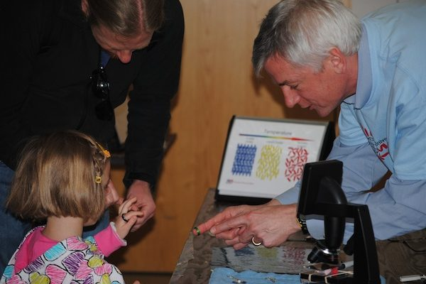 UW-MRSEC Director Nicholas Abbott teaches the community about liquid crystals at Engineering Expo
